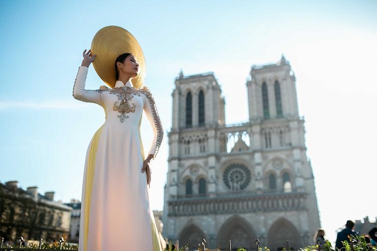 Ngắm bộ ảnh đẹp lung linh của Á hậu Hoàng Thùy tại Pháp - Hình 8