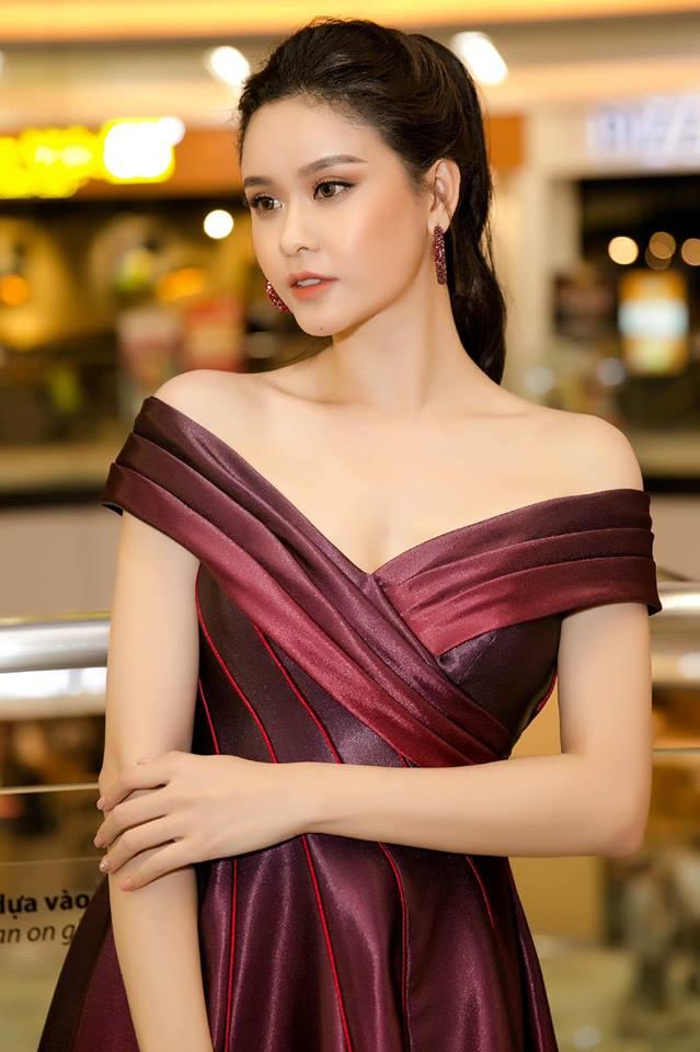 Trương Quỳnh Anh xinh đẹp, gợi cảm hút mắt người xem - Hình 4