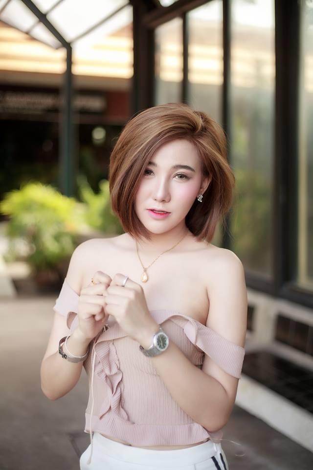 nghen-tho-voi-co-nang-hotgirl-xinh-dep-khoe-vong-1-goi-cam-90a0ea.jpg