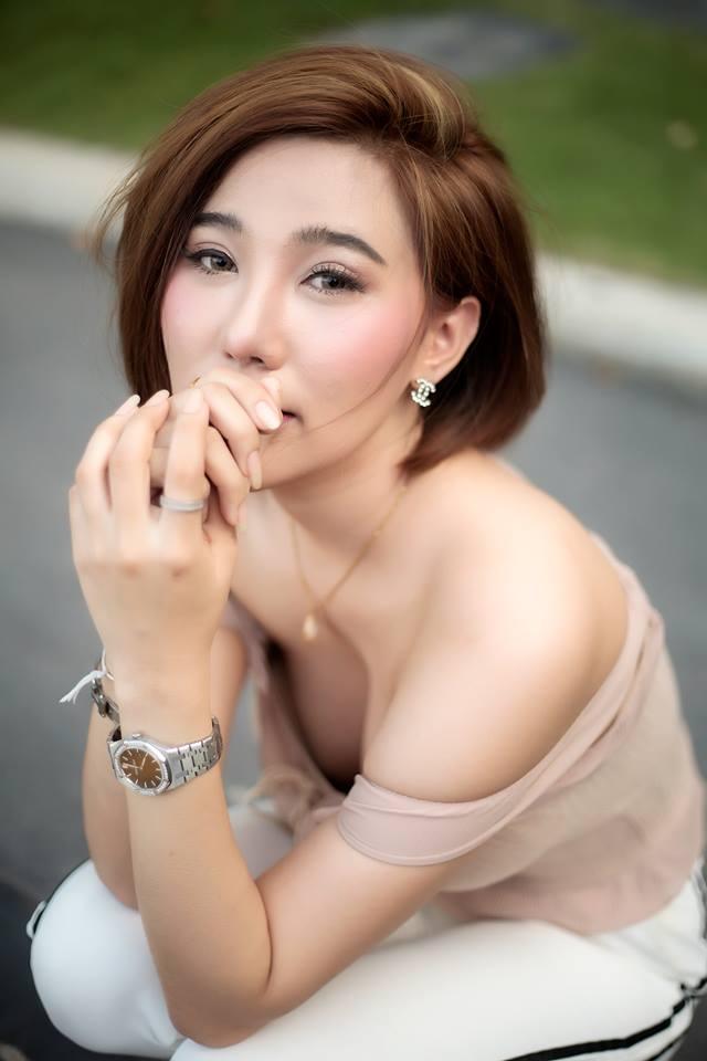 nghen-tho-voi-co-nang-hotgirl-xinh-dep-khoe-vong-1-goi-cam-d21825.jpg