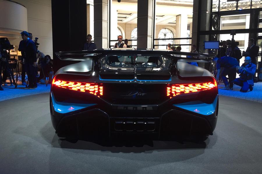 Vẻ đẹp của siêu xe đắt nhất tại triển lãm ô tô Paris 2018 - Hình 20