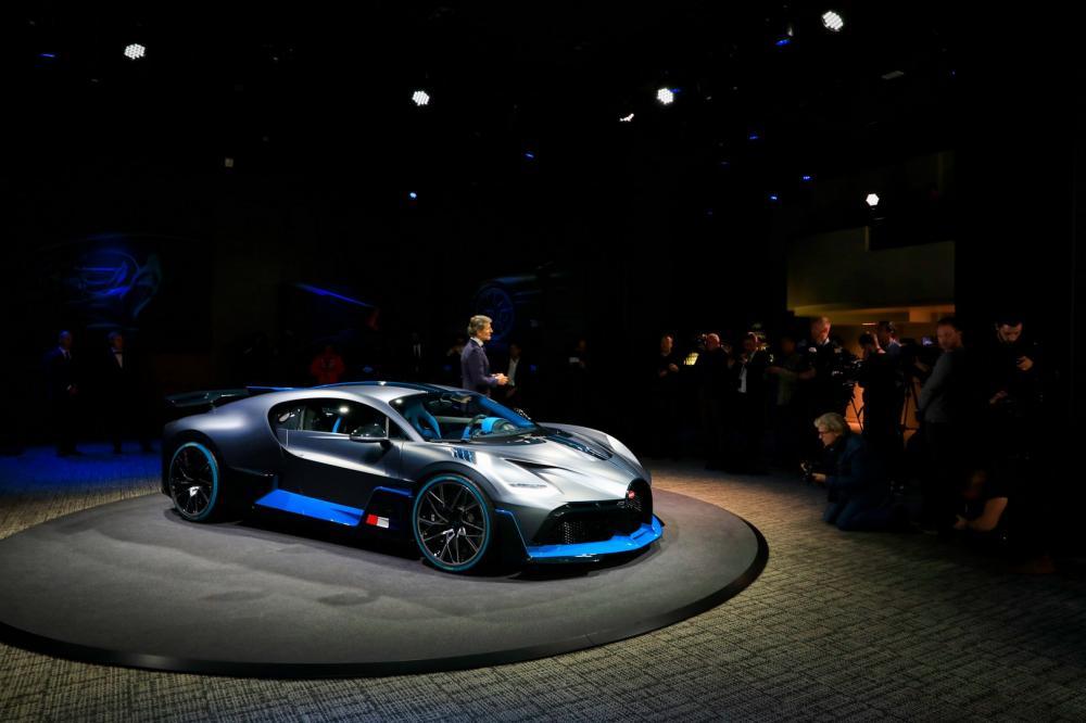 Vẻ đẹp của siêu xe đắt nhất tại triển lãm ô tô Paris 2018 - Hình 2