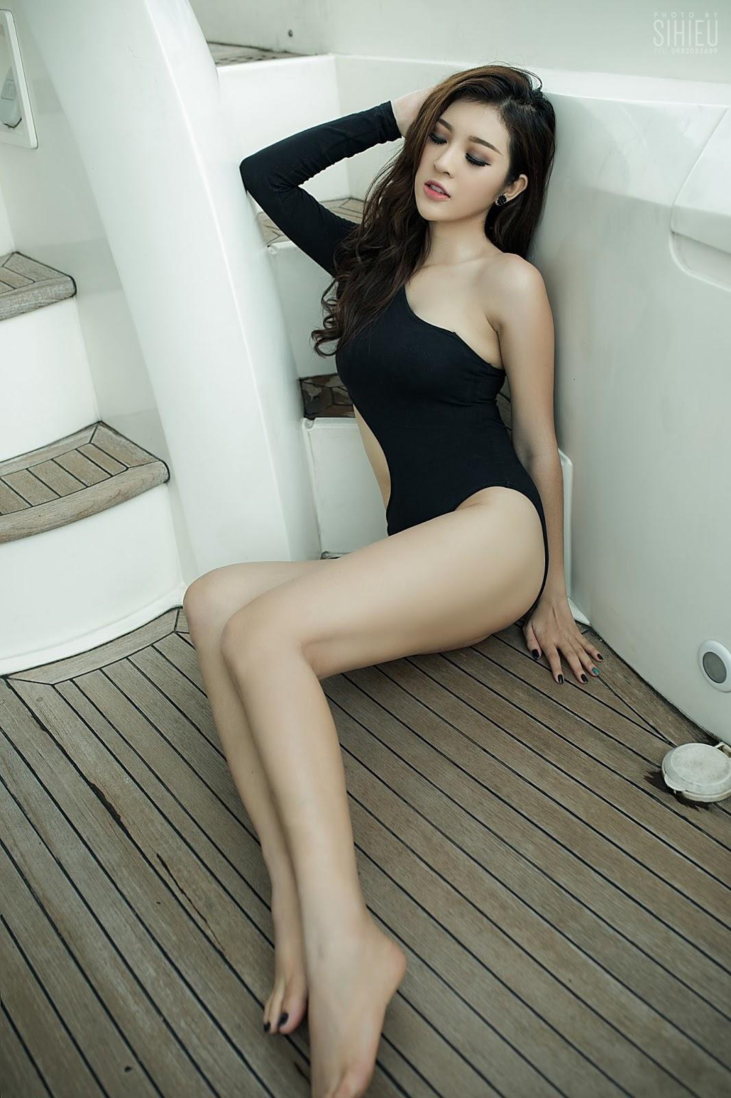 Cô nàng Thiên Hương khoe dáng trên du thuyền - Hình 4