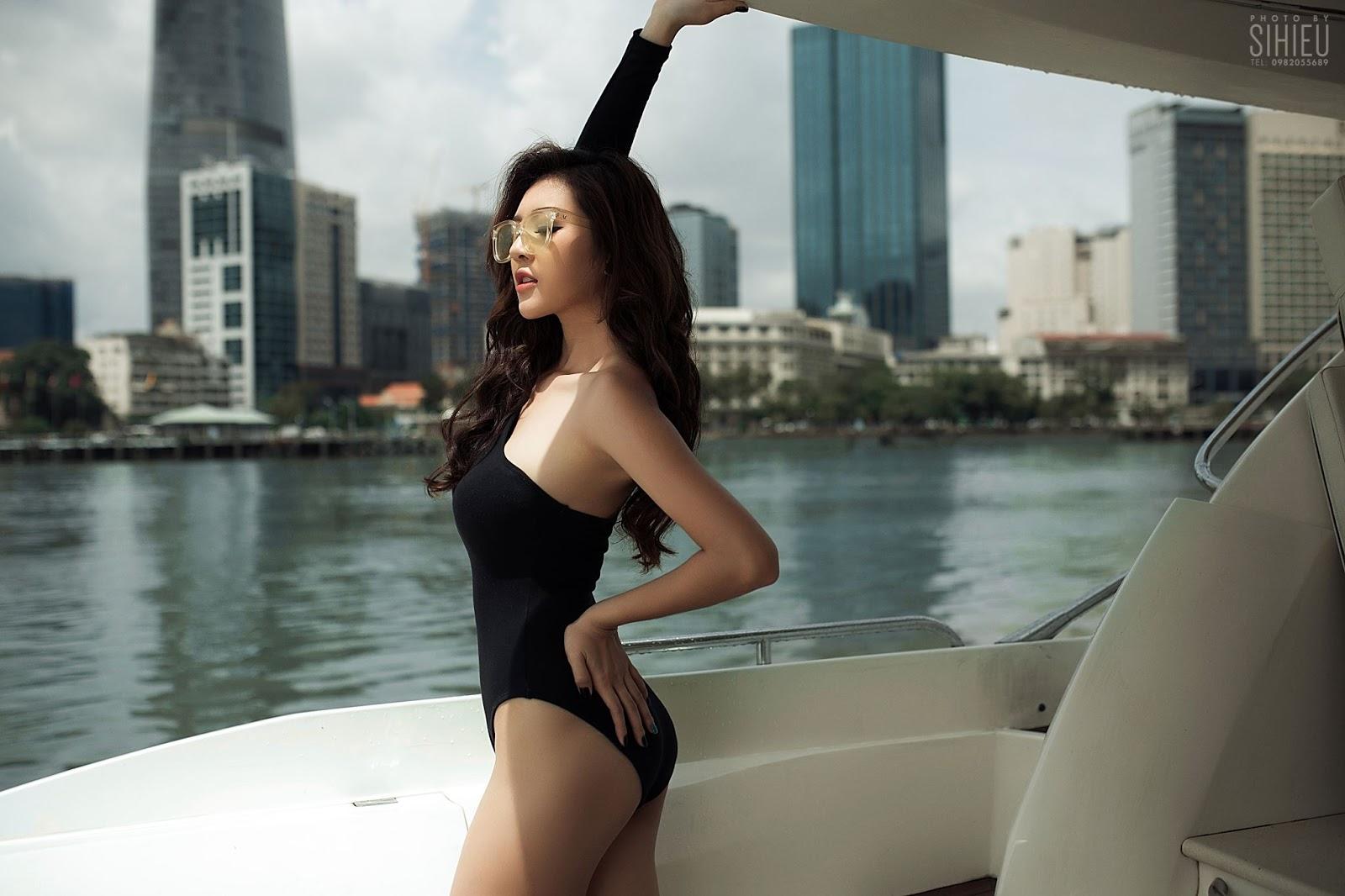 Cô nàng Thiên Hương khoe dáng trên du thuyền - Hình 2