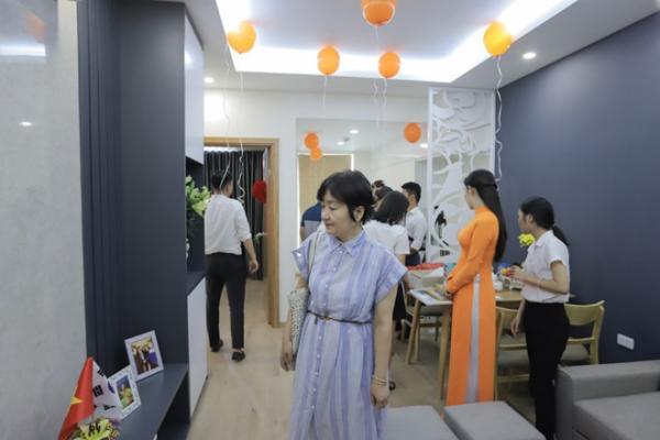 HLV Park Hang Seo và vợ chuyển về nhà mới - Hình 3