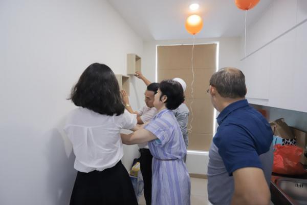 HLV Park Hang Seo và vợ chuyển về nhà mới - Hình 5