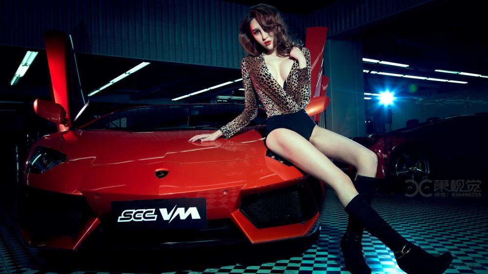 Nghẹt thở với vẻ sexy bốc lửa của mỹ nhân bên siêu xe Lamborghini Aventador - Hình 5