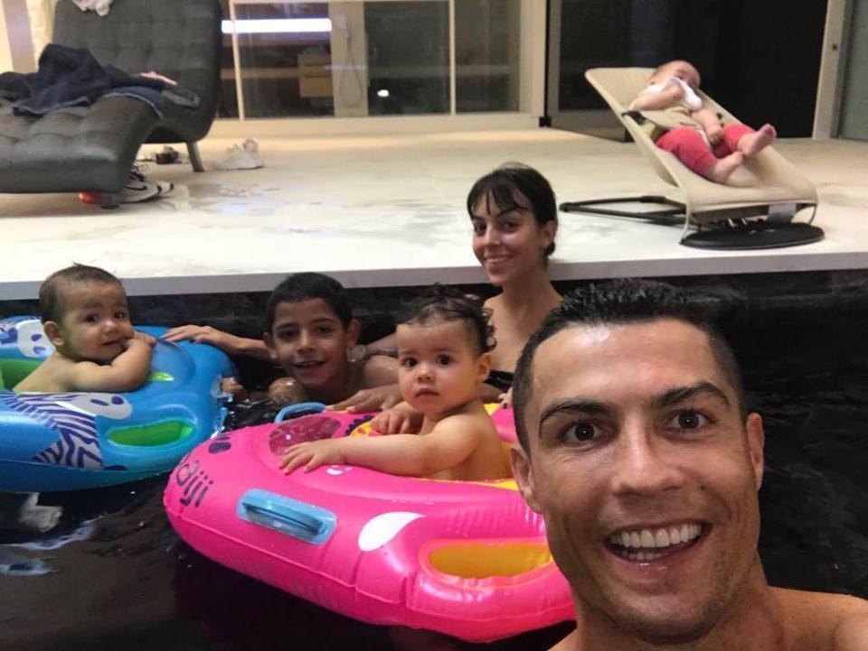 C. Ronaldo: Ngôi sao siêu hot nhưng cuộc sống đầy bí ẩn - Hình 8
