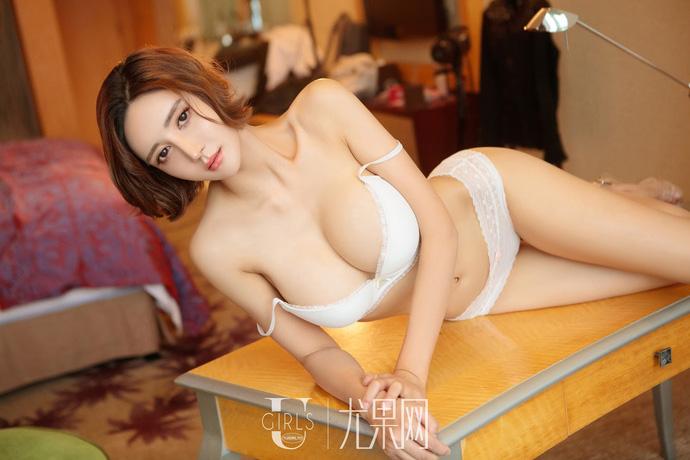 Lạnh lùng và gợi cảm theo phong cách rất riêng của người mẫu Yi Li Na - Hình 8