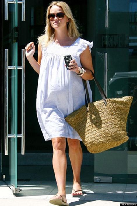 4 kiểu giày dép mẹ bầu nên dùng khi mang thai để tránh phù chân - Thời trang