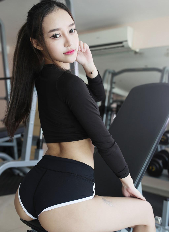 Người mẫu Tang Qi Er sexy, gợi cảm trong phòng tập - Hình 5