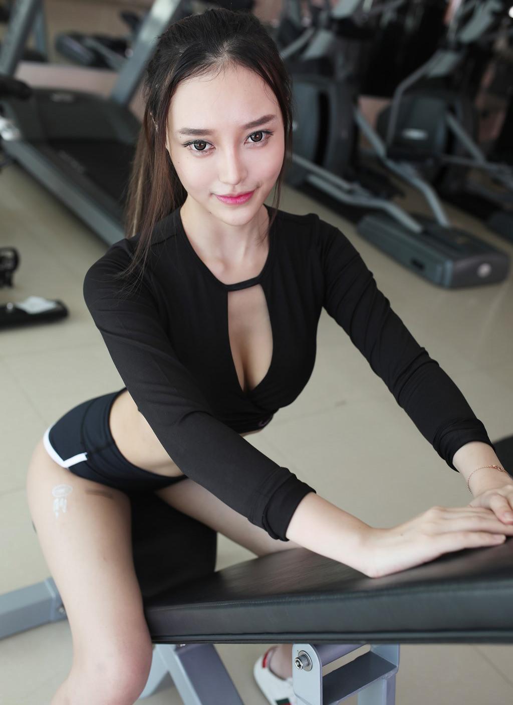 Người mẫu Tang Qi Er sexy, gợi cảm trong phòng tập - Hình 7