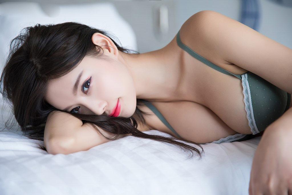 Người mẫu Yang Chen Chen gợi cảm, khoe đường cong tinh tế - Hình 3