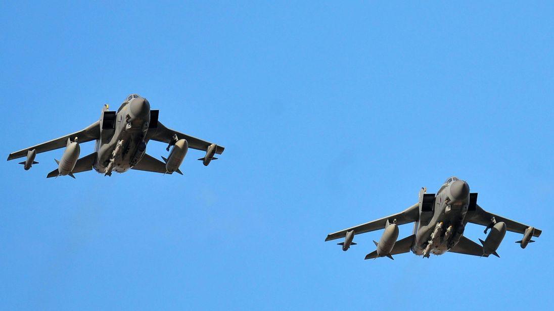 Cuồng phong Tornados Anh giáng đòn sấm sét vào IS ở Syria - Hình 1