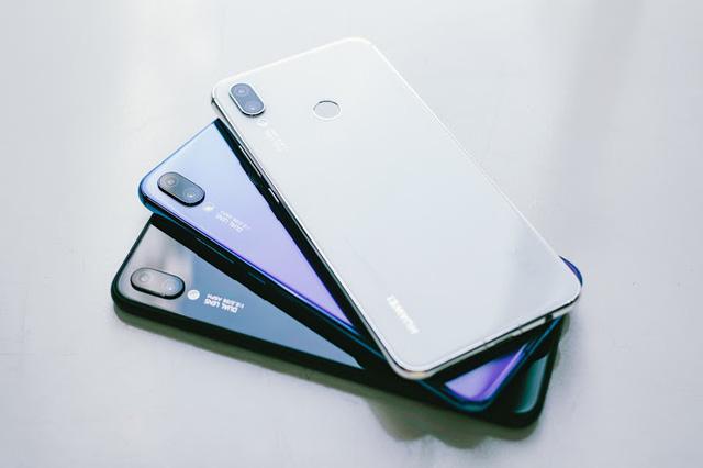 Huawei Nova 3i là minh chứng rõ rệt nhất cho thấy màu trắng chưa bao giờ nhàm chán trên smartphone - Hình 1