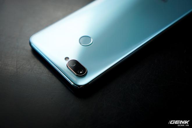 Ảnh thực tế Realme 2 Pro tại Việt Nam: thiết kế giống Oppo F9, chạy Snapdragon 660, RAM 8 GB nhưng giá dưới 7 triệu - Hình 15