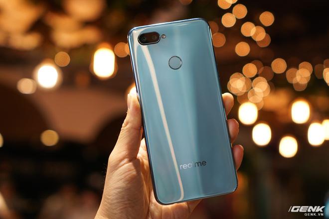 Ảnh thực tế Realme 2 Pro tại Việt Nam: thiết kế giống Oppo F9, chạy Snapdragon 660, RAM 8 GB nhưng giá dưới 7 triệu - Hình 24