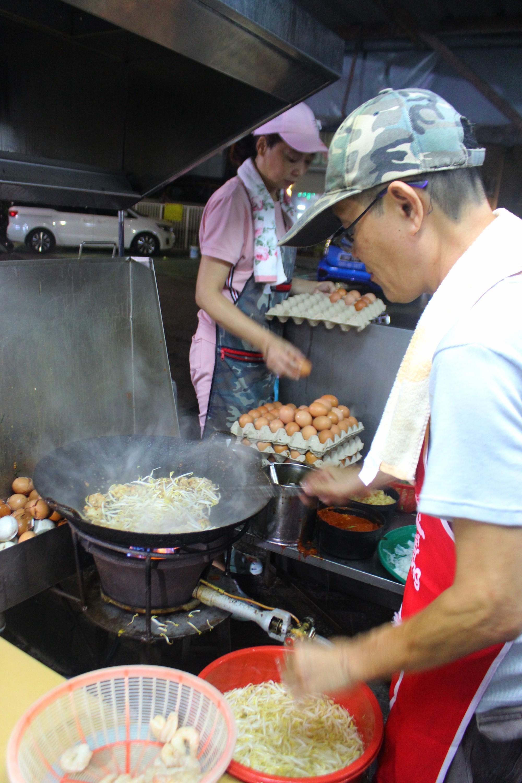 Char Kway Teow - món hủ tiếu xào đến cái khói cũng cay nhưng không chê vào đâu được của Malaysia - Hình 5