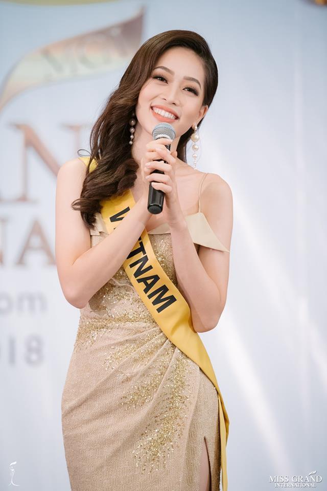 Clip: Phương Nga tự tin khoe giọng hát với ca khúc Hello Vietnam trên sân khấu của Miss Grand International 2018 - Hình 2