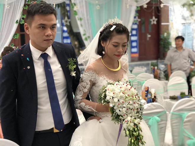Con gái đi lấy chồng, mẹ bần thần rơi nước mắt: Em sợ con gái em đi lấy chồng khổ - Hình 3