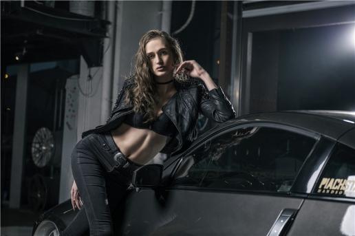 Người đẹp cá tính đọ dáng cùng 'huyền thoại drifter' Nissan 350Z - Hình 1
