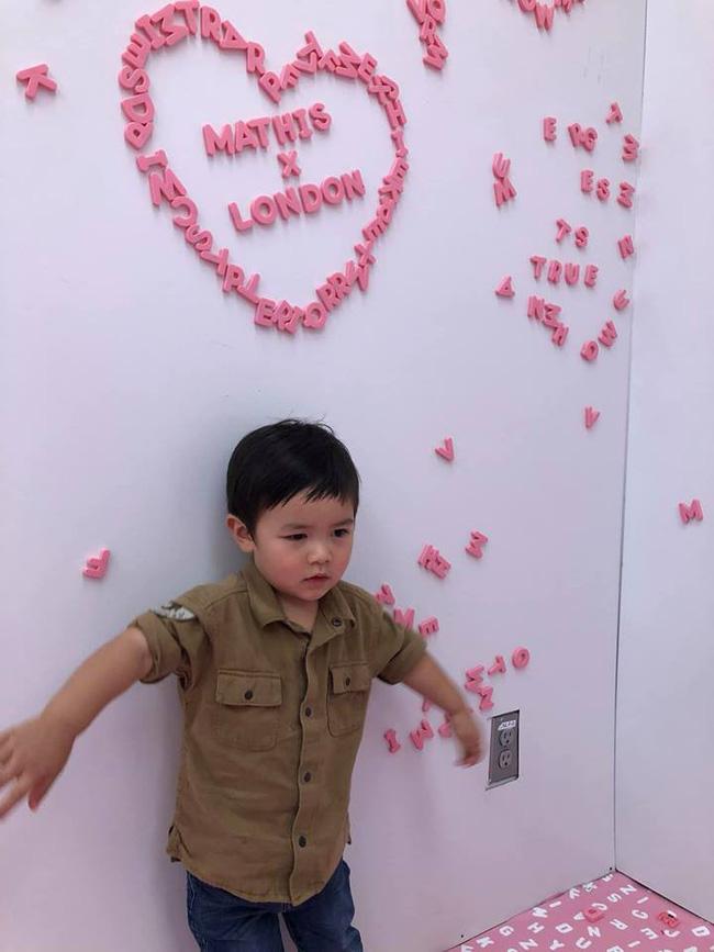 Tay chảy với biểu cảm đáng yêu của hot boy 1 tuổi rưỡi nhà Đan Trường - Hình 5