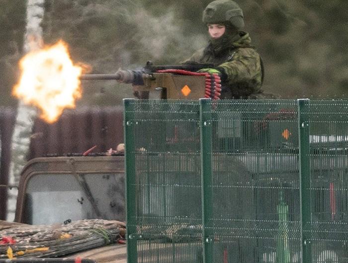 Xe thiết giáp đâm vào cây, binh sĩ Đức tử vong - Hình 1