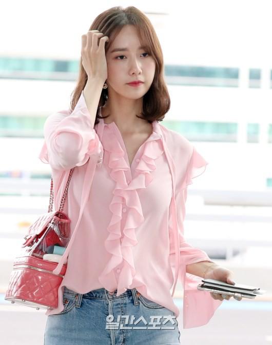 Xôn xao hình ảnh bóc mẽ nhan sắc lung linh của nữ thần Yoona - Hình 2