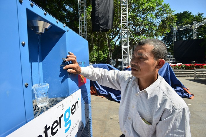 Kỳ diệu chiếc máy biến không khí...thành nước trên phố Hà Nội - Hình 4