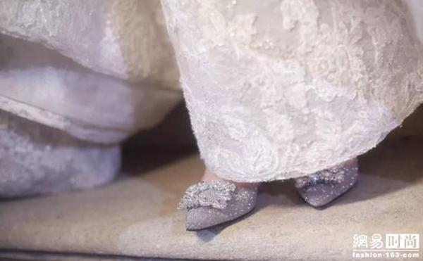 Ý nghĩa đặc biệt trên chiếc váy cưới mất gần 7 tháng để hoàn thành của Đường Yên - Hình 6