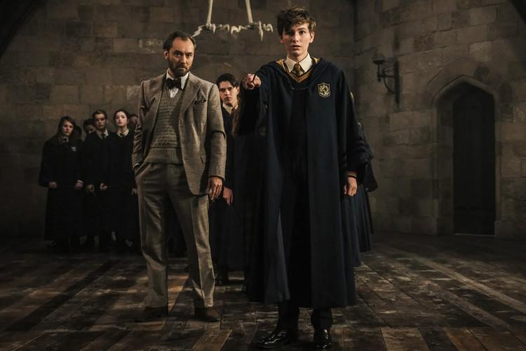 Grindelwald đã từng được nhắc đến trong loạt phim Harry Potter từ phần đầu tiên vào năm 2001 - Hình 3