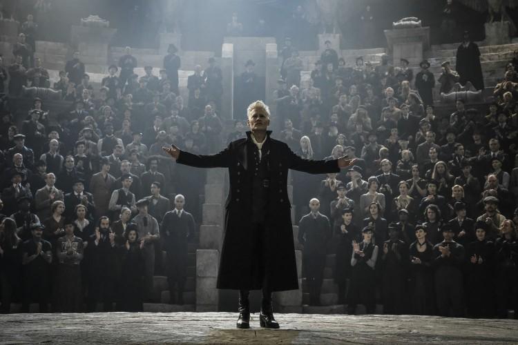 Grindelwald đã từng được nhắc đến trong loạt phim Harry Potter từ phần đầu tiên vào năm 2001 - Hình 2