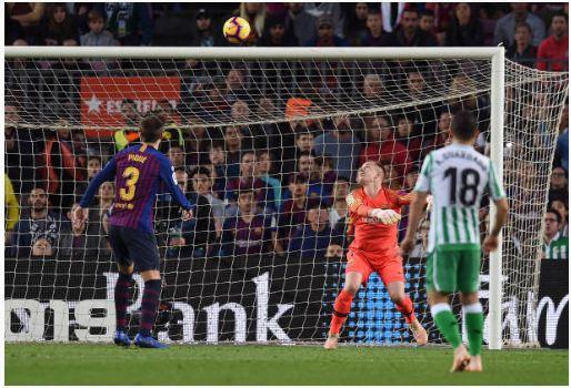 Messi lập cú đúp, Barca vẫn thua Real Betis ngay trên sân nhà - Hình 5