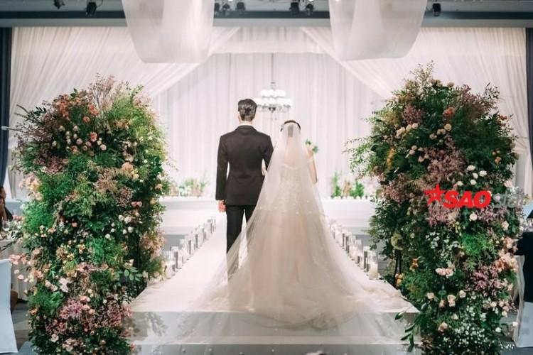 Lộ ảnh cưới độc quyền đẹp lung linh của Park Seo Joon và Park Min Young trong Thư ký Kim sao thế? - Hình 15