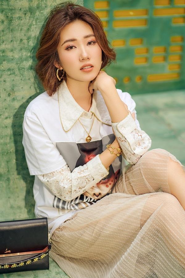 Thuý Ngân khoe gu thời trang cá tính, trẻ trung trên đường phố Sài Gòn - Hình 15