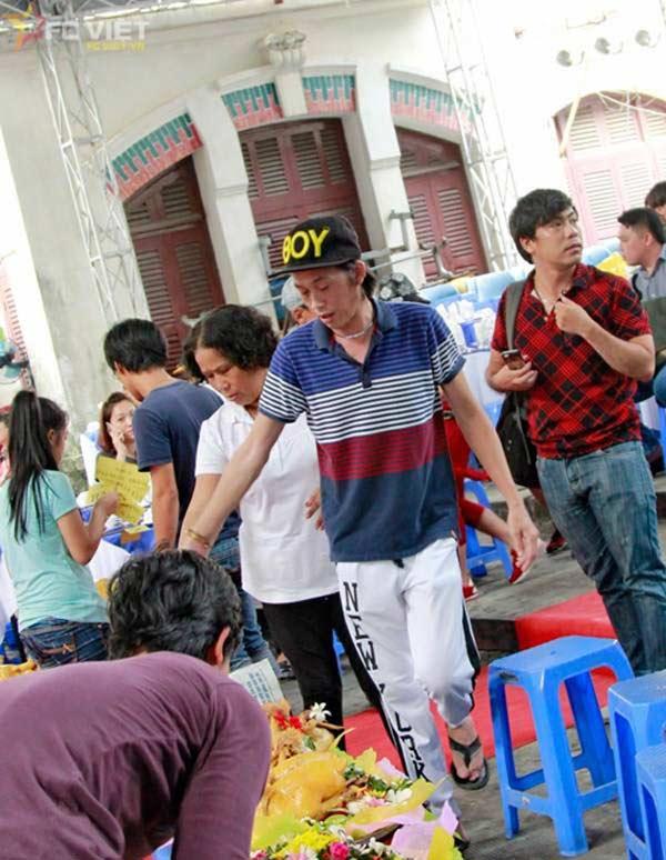 Giàu hiếm ai bằng nhưng Hoài Linh vẫn chỉ mặc áo thun bình dân - Hình 6