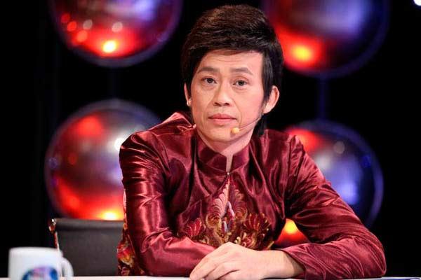 Giàu hiếm ai bằng nhưng Hoài Linh vẫn chỉ mặc áo thun bình dân - Hình 1