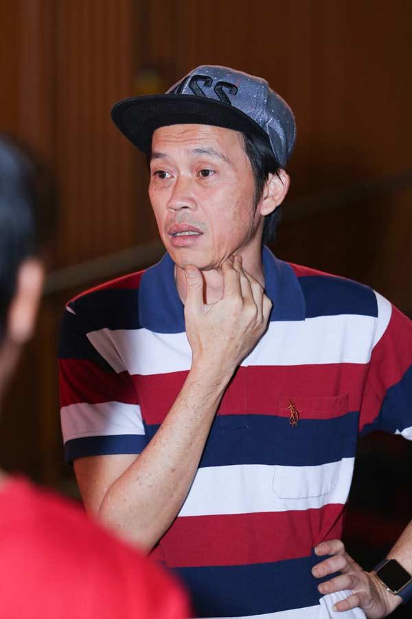 Giàu hiếm ai bằng nhưng Hoài Linh vẫn chỉ mặc áo thun bình dân - Hình 4