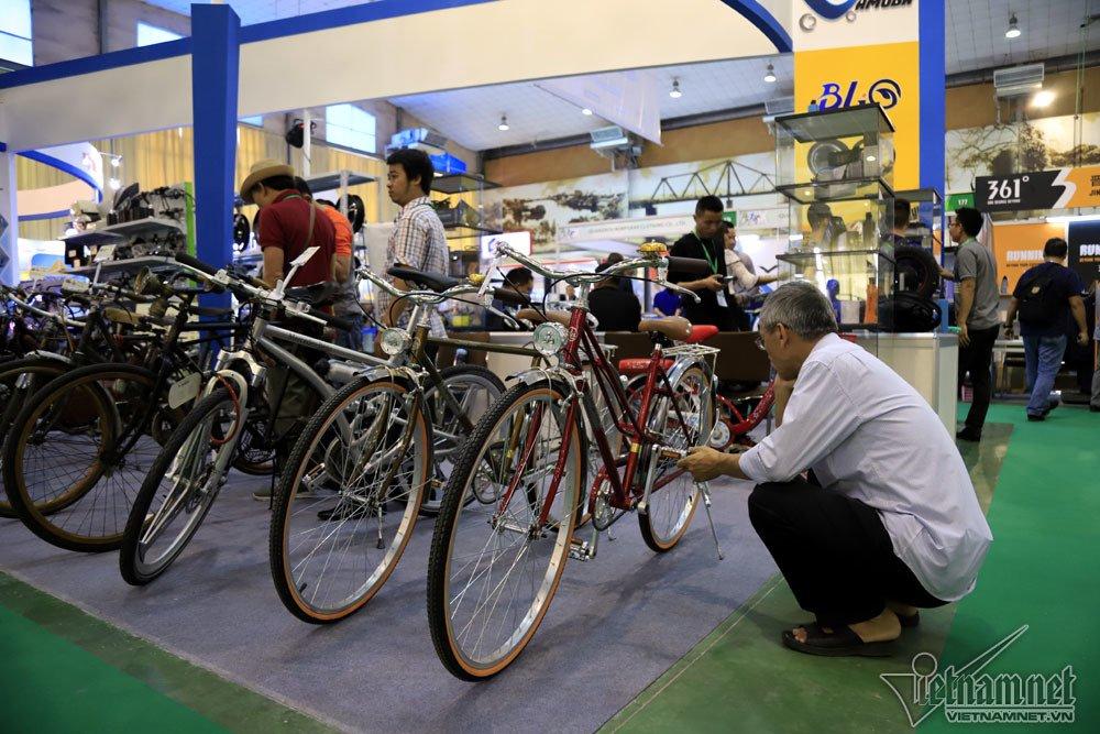 Ngỡ ngàng xe đạp 100 tuổi đắt ngang xế hộp - Hình 1