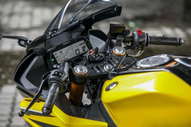 2019 Yamaha YZF-R15 giá 66,8 triệu đồng hút hồn giới trẻ - Hình 10