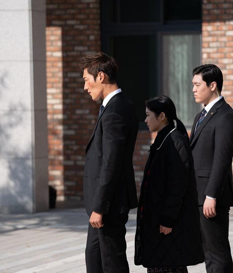 Ảnh hot của Lee Jong Suk, Park Seo Joon, Sulli và nhiều nghệ sĩ khác - Hình 11