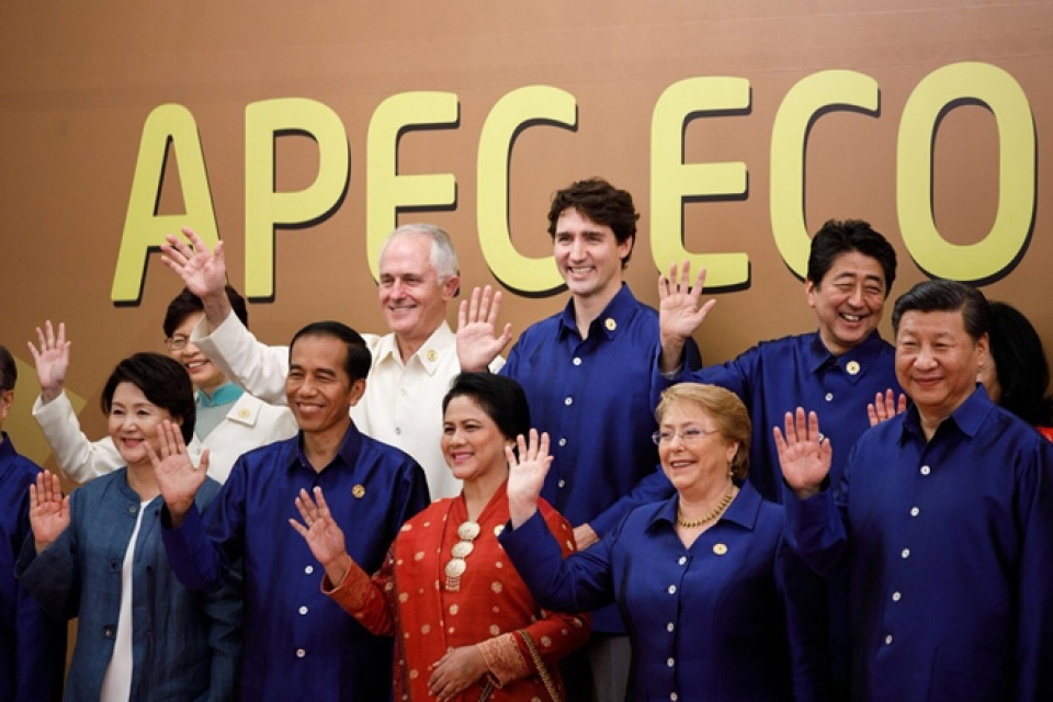 Ấn tượng thời trang APEC: Từ áo da, áo dài cho đến...áo khoác chống nước - Hình 14