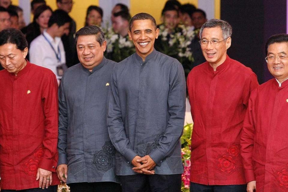 Ấn tượng thời trang APEC: Từ áo da, áo dài cho đến...áo khoác chống nước - Hình 9