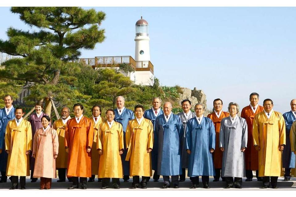 Ấn tượng thời trang APEC: Từ áo da, áo dài cho đến...áo khoác chống nước - Hình 5