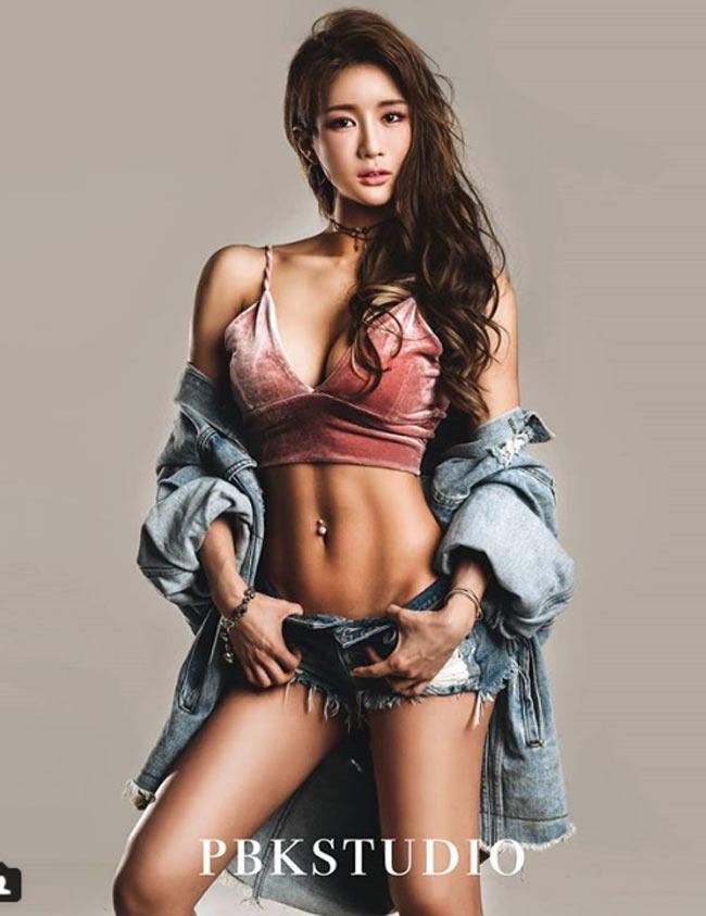 Với hot girl Hàn này, nhiều đàn ông chỉ muốn nhìn mặt thay vì thân hình - Hình 15