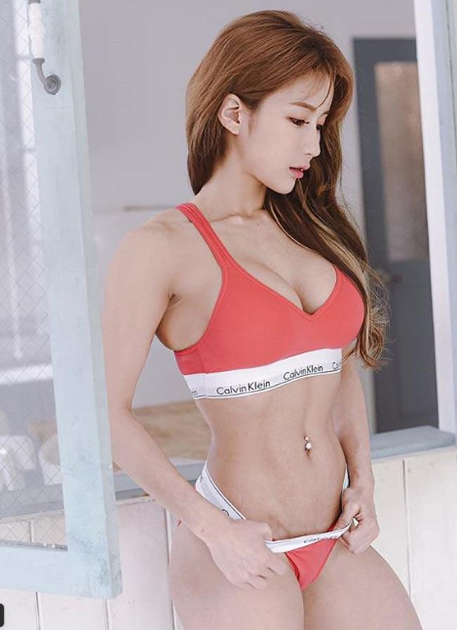 Với hot girl Hàn này, nhiều đàn ông chỉ muốn nhìn mặt thay vì thân hình - Hình 11