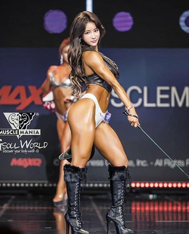 Với hot girl Hàn này, nhiều đàn ông chỉ muốn nhìn mặt thay vì thân hình - Hình 14