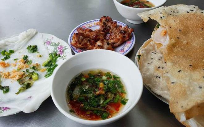 Xem list này mới thấy sự biến hoá tài tình của chiếc bánh tráng nướng trong ẩm thực miền Trung - Hình 4