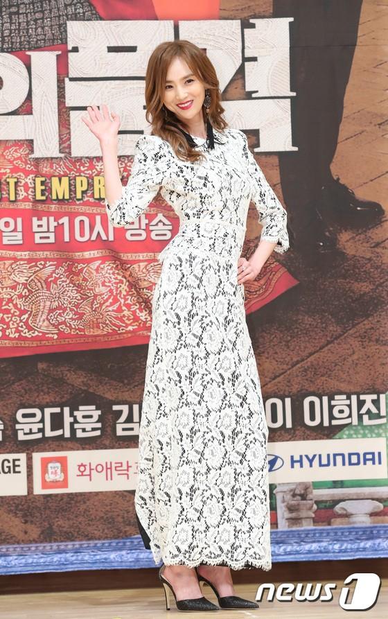 Họp báo The Last Empress: Choi Jin Hyuk băng vết thương trên trán