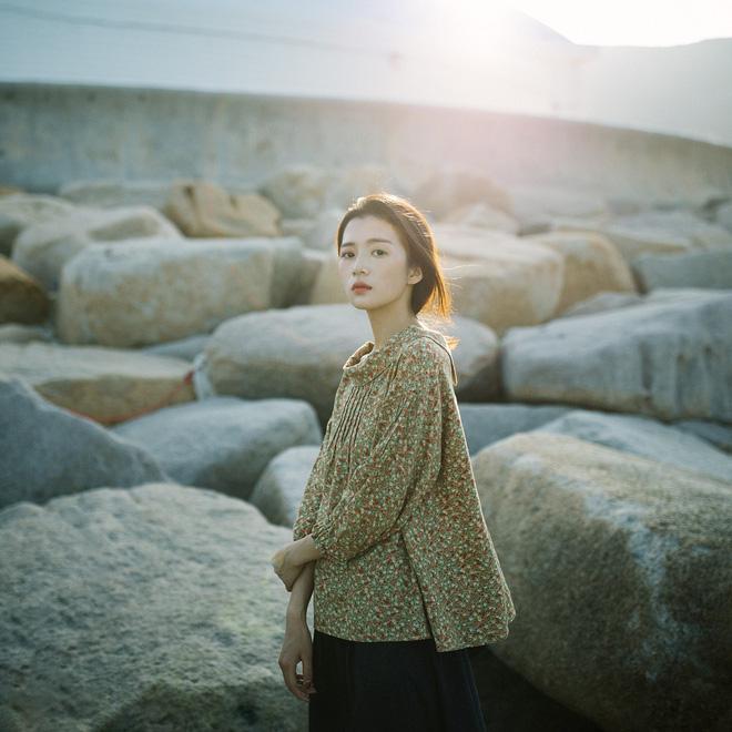 Ngẩn ngơ trước vẻ đẹp trong veo như nắng mai của cô bạn giống hệt nữ diễn viên Trương Bá Chi - Hình 8